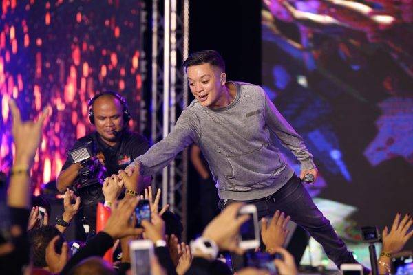 Only the best performance from admired top artist, Bamboo